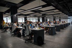 gente-oficina-trabajando